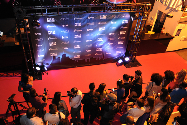 Deluxe backdrop with lighting ... & Hourglass Entertainment - Red Carpet Services Step And Repeat